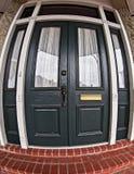 Ciemnozielony drzwi z Windows w dzielnicie francuskiej fotografia stock