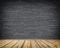 Ciemny ściana z cegieł i drewniana podłoga Zdjęcia Royalty Free