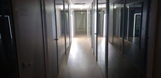 Ciemny biurowy korytarz fotografia royalty free