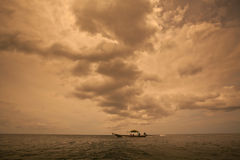 Ciemny chmurny burzowy niebo Zdjęcie Stock