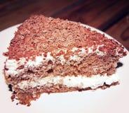 Ciemny Czekoladowy gąbka tort - rocznika skutek Cukierniana fotografia z retro filtrem Fotografia Royalty Free