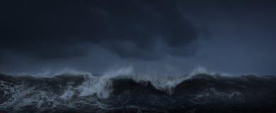 Ciemny denny burzowy tło obraz stock