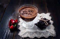 Ciemny i delikatny czekoladowy mousse z chili pieprzem Zdjęcie Stock