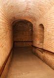 Ciemny korytarz z okrzesanymi otoczakami Zdjęcie Royalty Free