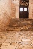 Ciemny korytarz z okrzesanymi otoczakami Fotografia Stock