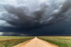 Ciemny nieba i chmur tło Zdjęcie Stock