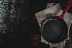 Ciemny ośniedziały kulinarny tło obraz stock