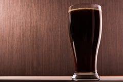 Ciemny piwo w szkło Fotografia Royalty Free