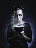 Ciemny portret zła czarownica w dymu obrazy royalty free
