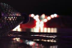 Ciemny tło z barwionymi światłami Abstrakt zdjęcia stock