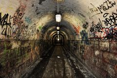 Ciemny undergorund przejście z światłem Obraz Royalty Free