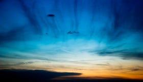 Ciemny wieczór niebo z chmurami Obrazy Royalty Free