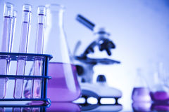 Ciencia de la química, fondo de la cristalería de laboratorio Imágenes de archivo libres de regalías