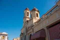 CIENFUEGOS, CUBA : Cathédrale de conception impeccable, place de Jose Marti La cathédrale dans le style néoclassique au centre du photographie stock libre de droits