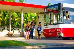 CIENFUEGOS, CUBA - 12 DE SEPTIEMBRE DE 2015: Término de autobuses Fotografía de archivo