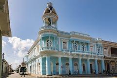 CIENFUEGOS, CUBA - 11 mars 2018 le palais de Ferrer qui est un bâtiment néoclassique célèbre dans le Parque Jose Marti au centre photos libres de droits