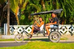 CIENFUEGOS, CUBA - 12 SEPTEMBRE 2015 : Bicitaxis Photo libre de droits