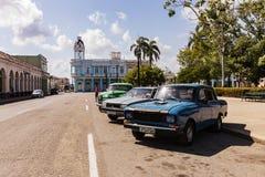 Cienfuegos Kuba - MARS 11, 2018: Slott för regulator` s längs pet Arkivbild