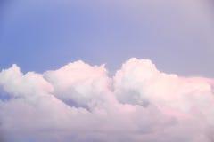 Cienia niebo z purpurowymi chmurami Obraz Stock