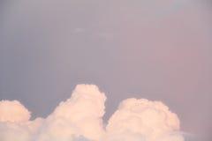 Cienia niebo z purpurowymi chmurami Fotografia Royalty Free