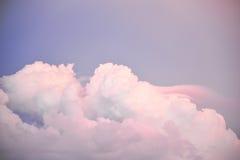 Cienia niebo z purpurowymi chmurami Obraz Royalty Free