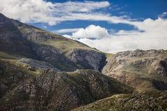 Cienie chmury nad masywnym pasmem górskim - Somerset Zachodni, Zachodni przylądek, Południowa Afryka fotografia royalty free