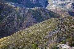 Cienie chmury nad masywnym pasmem górskim - Somerset Zachodni, Zachodni przylądek, Południowa Afryka obraz royalty free