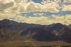 Cienie chmury w halnej dolinie obrazy stock