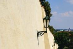 Ścienna ulica z lampami w Praga Zdjęcie Stock