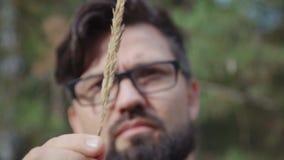 Científico de la agricultura que trabaja con los oídos del trigo examen del botánico almacen de metraje de vídeo