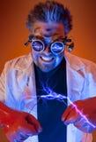 Científico enojado con electricidad Foto de archivo libre de regalías