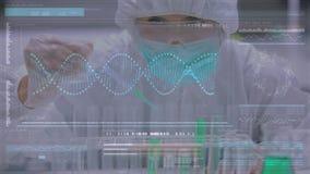 Científico que estudia las sustancias químicas en tubos de ensayo metrajes