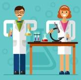 Científicos en laboratorio Imagen de archivo libre de regalías