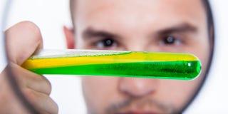 Cientista com tubo de ensaio Foto de Stock