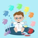 Cientista do bebê que senta e que guarda garrafas com soluções que formam o arco-íris Foto de Stock Royalty Free