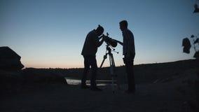 Cientistas que exploram o espaço vídeos de arquivo