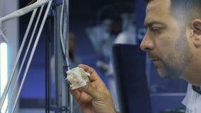 Cientistas que trabalham com novas tecnologias na medicina filme