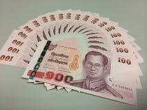 Cientos billetes de banco del baht tailandés Imágenes de archivo libres de regalías