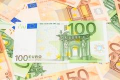 Cientos billetes de banco del euro Fotos de archivo libres de regalías