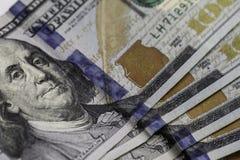 Cientos 100 billetes de dólar Foto de archivo