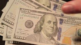Cientos billetes de dólar consideran 3