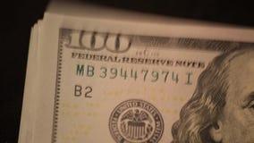 Cientos billetes de dólar consideran 4