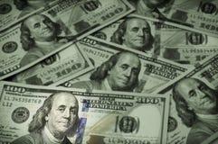 Cientos billetes de dólar, foco en Benjamin Franklin Foto de archivo libre de regalías