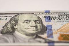 Cientos billetes de dólar, fotografía macra Imagenes de archivo