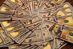 Cientos billetes de dólar para el negocio imagenes de archivo