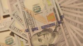 Cientos billetes de dólar que hacen girar 2