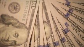 Cientos billetes de dólar que hacen girar 4