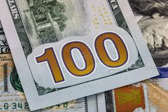 Cientos cierres de la nota del dólar encima de los E.E.U.U. Fotografía de archivo libre de regalías