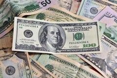 Cientos cuentas de dólar americanas Imagen de archivo