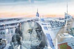 Cientos dólares Bill With City In Background Foto de archivo